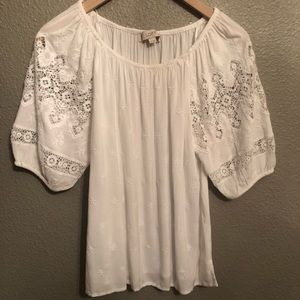Beautiful off-shoulder (or not) top.